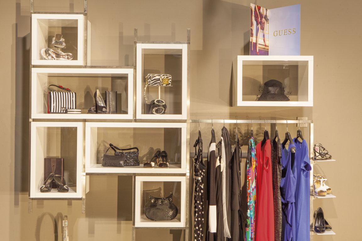 arredamenti per negozi di abbigliamento intimo: vendita ... - Arredamento Negozi Abbigliamento Toscana